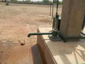 Ecoulement d'eau a partir de la Pompe VOLANTA du CSPS SARAN au 06 Juin2015 001 (2)